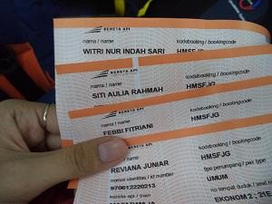 Tiket kereta api ke Malang
